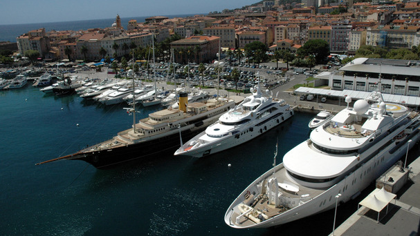 Our Main Quay welcomes Super Yachts that can reach lengths of 100 metres